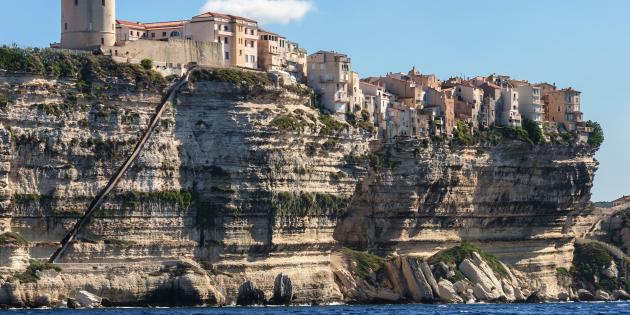 L'escalier du roi d'Aragon taillé dans les falaises de Bonifacio (Haute-Corse, France)