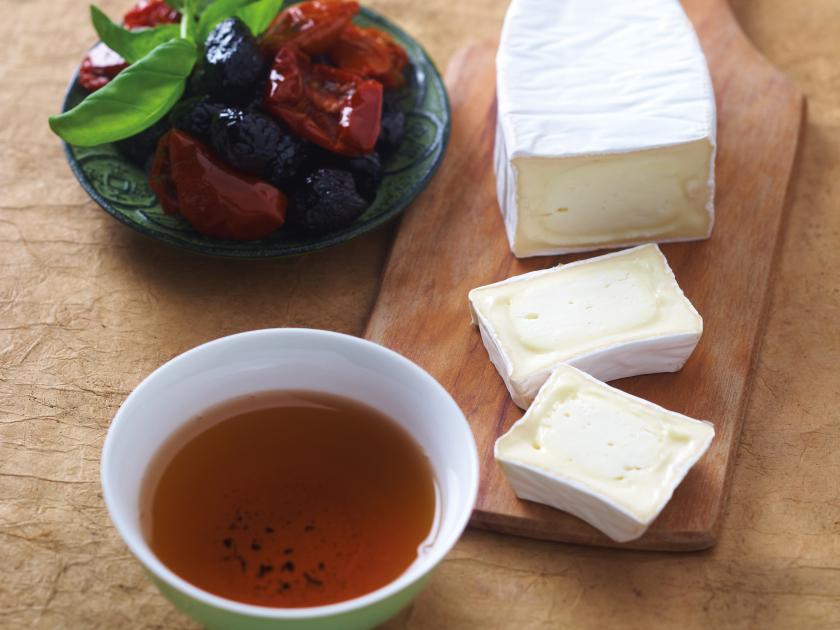 Queijo oval macio e chá verde torrado do Japão