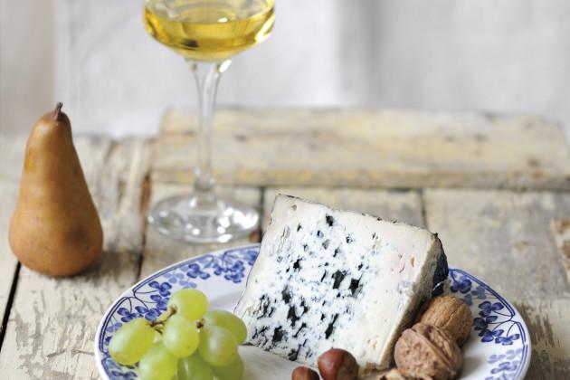 Блё-д'овернь и белое десертное вино Сент-Круа-дю-Мон (Sainte Croix du Mont) 2010 года