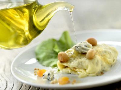 Crêpe de Bleu d'Auvergne, noix de macadamia et abricots