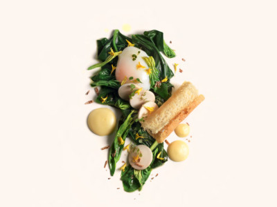 Egg at 64°C, brown butter Hollandaise, spinach